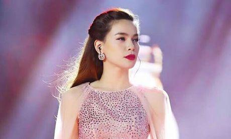 Showbiz 16/10: Ha Ho bo show vi mien Trung, nguoi dep 'Ben Thuong Hai' ke qua khu kinh hoang - Anh 1