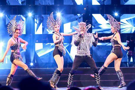 Khan gia Ha Noi man nhan voi 'Diamond Show' cua Dam Vinh Hung - Anh 17