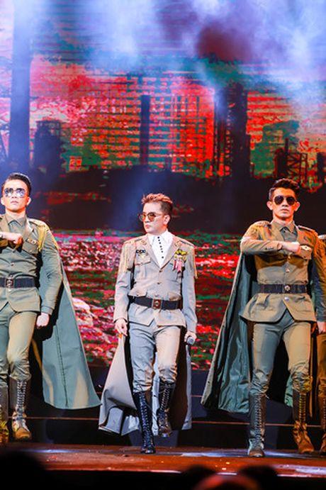 Khan gia Ha Noi man nhan voi 'Diamond Show' cua Dam Vinh Hung - Anh 18
