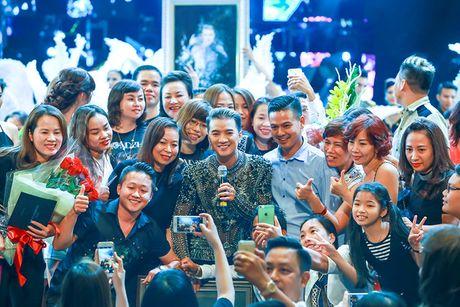 Khan gia Ha Noi man nhan voi 'Diamond Show' cua Dam Vinh Hung - Anh 19