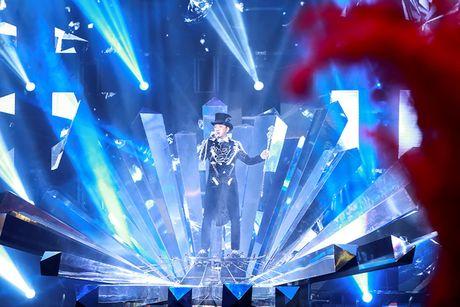Khan gia Ha Noi man nhan voi 'Diamond Show' cua Dam Vinh Hung - Anh 2