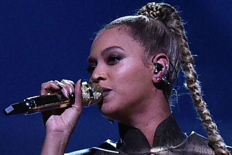 Beyonce bieu dien voi mot ben tai chay mau - Anh 3