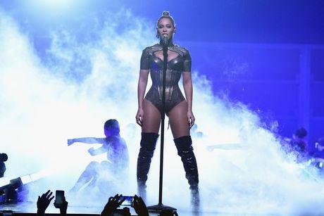 Beyonce bieu dien voi mot ben tai chay mau - Anh 4
