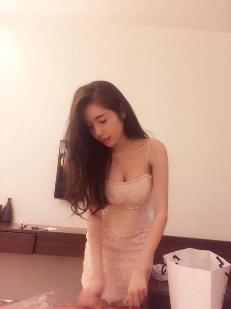 Ngam anh khong noi y cua ba me 2 con Elly Tran, me bim sua 'phat hon' - Anh 9