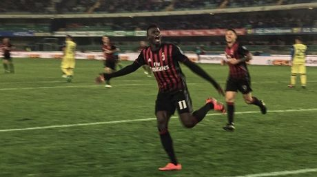 Danh bai Chievo tren san khach, AC Milan chen chan vao top 3 - Anh 2