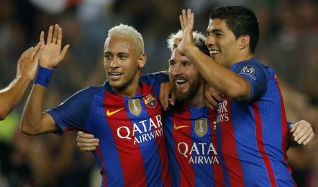 Diem tin toi 17/10: Pogba lai bi chi trich; Neymar gia han voi Barca; Milan xem gio Fabregas - Anh 1