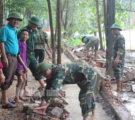 Theo chan bo doi Viet Nam cuu dan vung lu lut - Anh 5