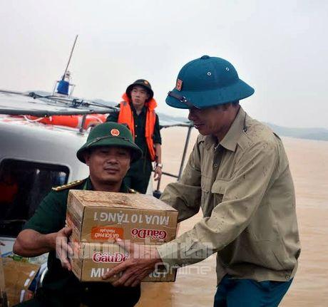 Theo chan bo doi Viet Nam cuu dan vung lu lut - Anh 8