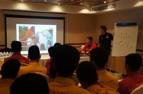 HLV Hoang Anh Tuan: 'Chac chan UAE se nhin U.19 Viet Nam bang con mat khac' - Anh 4