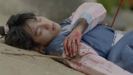 Nguoi tinh anh trang tap 16: He lo canh sieu than mat cua Lee Jun Ki va IU - Anh 4