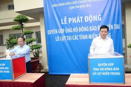 TP.HCM phat dong ung ho dong bao lu lut mien Trung - Anh 1
