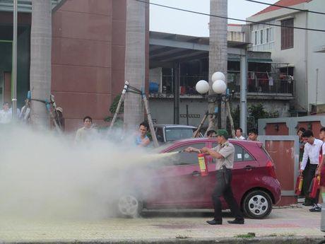 Quang Binh: Sau lu, o to bat ngo boc chay - Anh 2