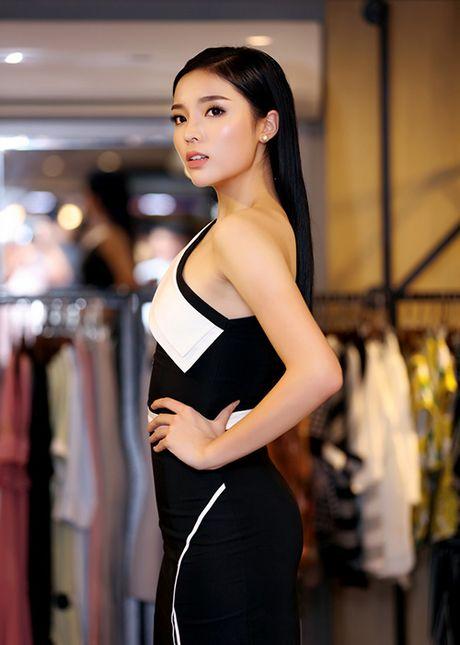 Hoa hau Ky Duyen vai tran goi cam bat ngo xuat hien tai Ha Noi - Anh 2