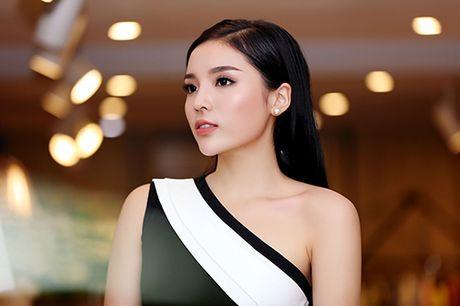 Hoa hau Ky Duyen vai tran goi cam bat ngo xuat hien tai Ha Noi - Anh 6