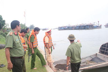 Cong an Thua Thien - Hue cung nhan dan chu dong chong bao Sarika - Anh 2