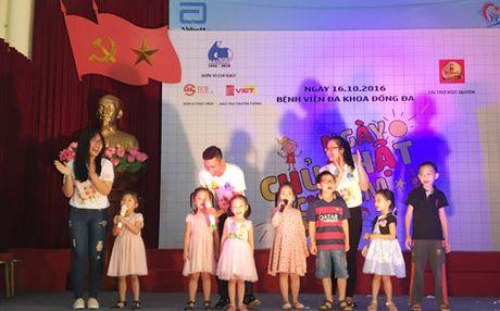 Hoa khoi sinh vien Ha Noi mang nu cuoi den voi benh nhi Benh vien Dong Da - Anh 1