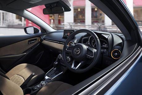 Chiec xe gia re Mazda2 2017 vua lo dien co gi dac biet? - Anh 2