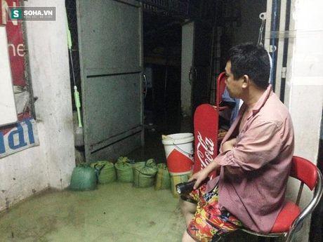 Mua ngap kinh hoang, nguoi dan Sai Gon khong dam dong cua ca dem - Anh 8