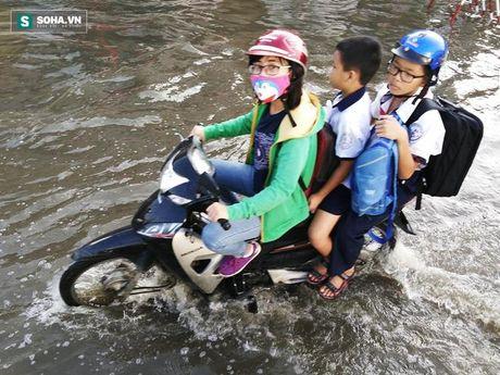 Nguoi Sai Gon kho so loi nuoc di lam, ket xe keo dai hang cay so - Anh 4