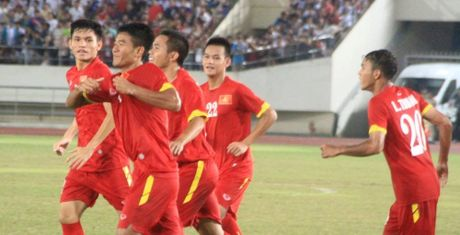 Phan cong than toc, Viet Nam danh don 'troi giang' vao luoi UAE - Anh 1