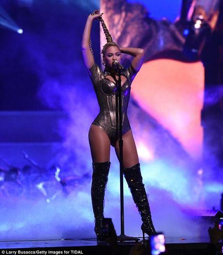 Beyonce dien sung bat chap tai nan rach tai chay mau - Anh 2