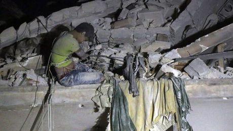 Gia dinh 14 nguoi thiet mang trong cuoc khong kich o Syria - Anh 1