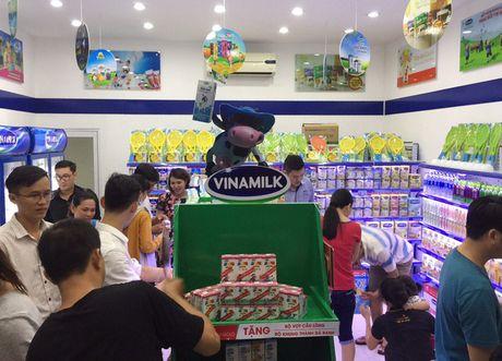 FPT Retail bat tay Vinamilk mo chuoi cua hang ban sua - Anh 2