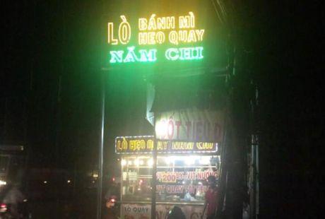 Cu ba bi thanh nien nghi 'ngao da' cam xien thit khong che - Anh 1
