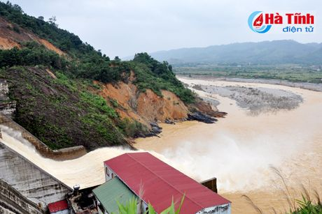 Doan cong tac Bo TN&MT kiem tra xa lu Thuy dien Ho Ho - Anh 1