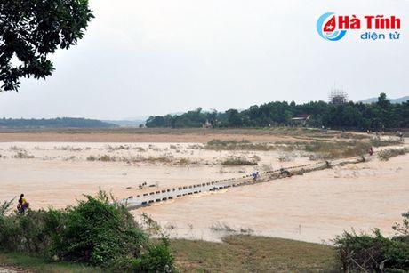 Doan cong tac Bo TN&MT kiem tra xa lu Thuy dien Ho Ho - Anh 3
