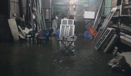 TP HCM: Vo bo bao, hang tram ho dan so tan trong dem toi - Anh 5