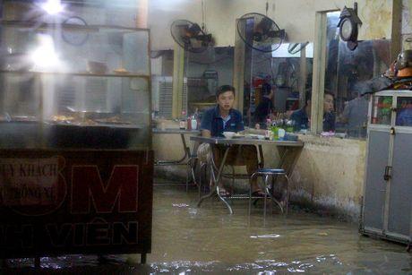 TP.HCM: Khach an xong phai ngoi cho... nuoc rut - Anh 1