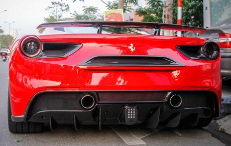 Sieu xe Ferrari 488 GTB len goi do hang hieu o Da Nang - Anh 3