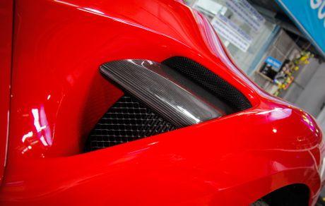 Sieu xe Ferrari 488 GTB len goi do hang hieu o Da Nang - Anh 5