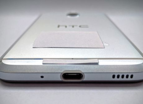 """HTC ra smartphone tam trung dau tien """"giong"""" iPhone 7 - Anh 3"""