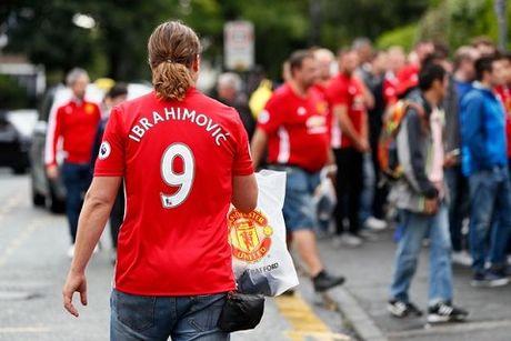 Manchester United dung dau the gioi bong da ve ban ao dau - Anh 3