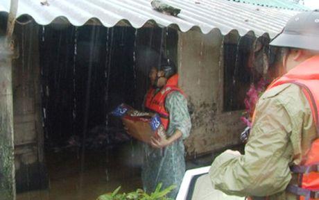 Quang Binh khac phuc hau qua mua lu trong dem - Anh 2