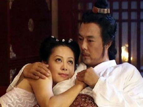 Cay dang nhung ong vua bi 'cam sung' tren man anh Hoa Ngu - Anh 2
