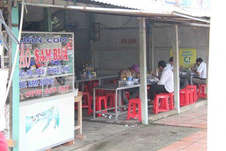Vu trung so 92 ty dong: Nguoi ban ve so ngheo mong duoc tang tien - Anh 2