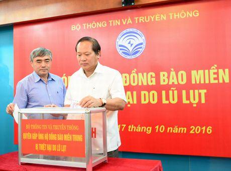 Nganh Thong tin & Truyen thong ung ho dong bao mien Trung bi thiet hai do lu - Anh 1