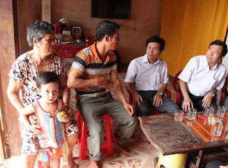 Quang Binh: Lanh dao So GD&DT tham va chia se cung cac truong bi ngap lut - Anh 10