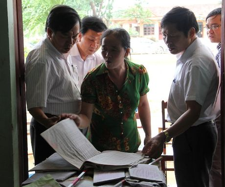 Quang Binh: Lanh dao So GD&DT tham va chia se cung cac truong bi ngap lut - Anh 6