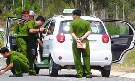 Sai Gon: Du tai xe taxi vao nghia trang de cuop tai san - Anh 1