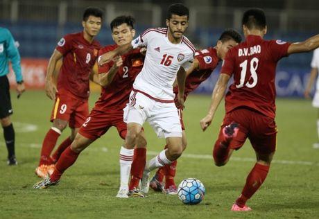 """Nhung pha """"chem dinh chat sat"""" cua U19 Viet Nam vs U19 UAE - Anh 1"""