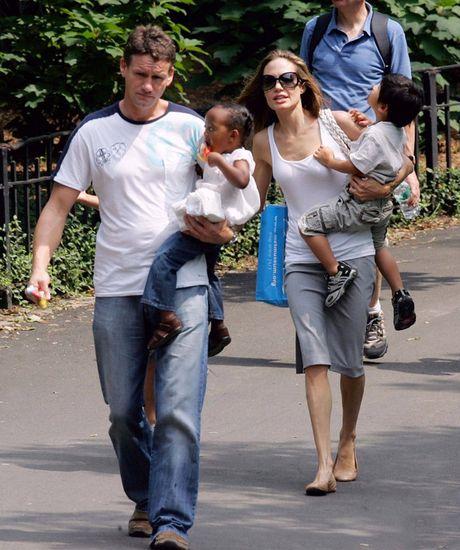 Cuu ve si nha Jolie-Pitt: Toi la cha khong chinh thuc cua bon tre - Anh 3