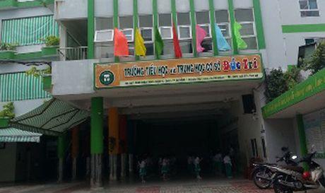 Da Nang: Xon xao vu phu huynh day THPT danh co giao truong con - Anh 1