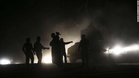 Mosul mit mu khoi lua trong ngay thu hai tong tan cong - Anh 5