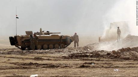 Mosul mit mu khoi lua trong ngay thu hai tong tan cong - Anh 6