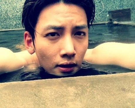 'Bat bai' 6 kieu selfie quen thuoc cua my nam Han - Anh 4