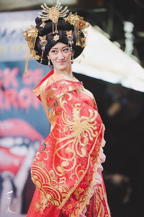 Hoa hau Trung Quoc bi che nhu 'Thanh Long mac vay' - Anh 1
